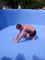 Разравнивание плёнки в бассейне