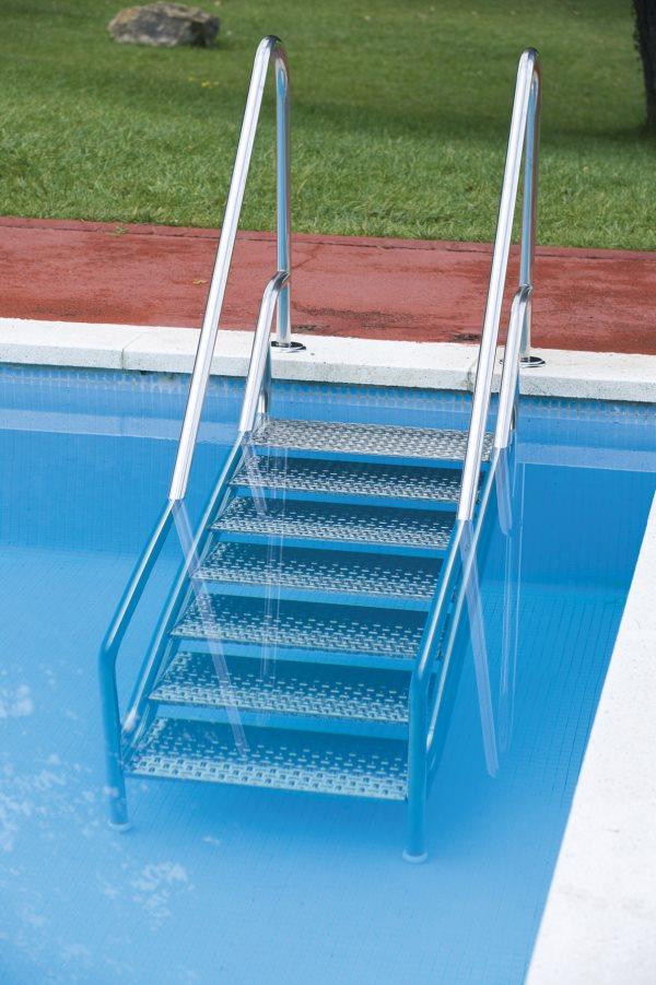 потерять счёт картинка лестница в бассейне всего при
